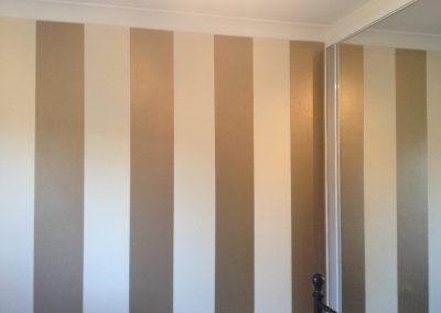 feature-wall-stripes